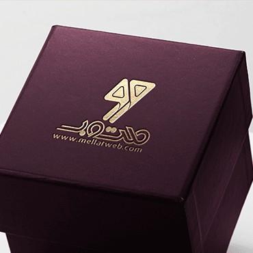 موکاپ لوگو طلاکوب روی جعبه جدید